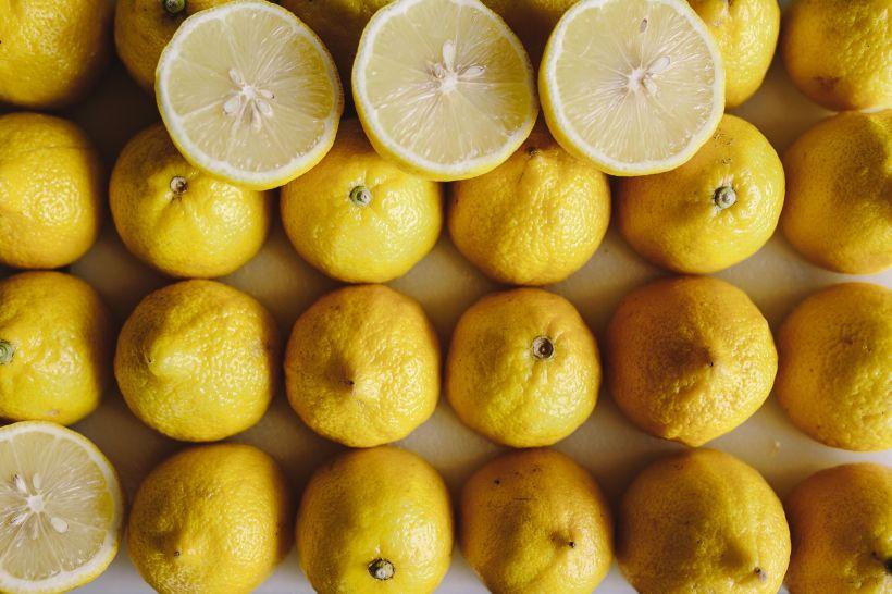 kaboompics_Fresh lemons